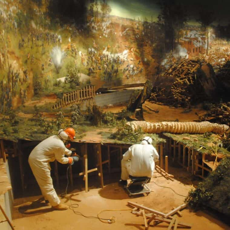 Cyclorama, workers, diorama surface removal