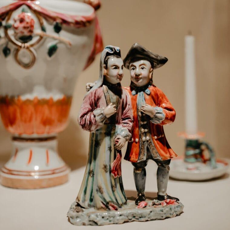 Shutze people figurine