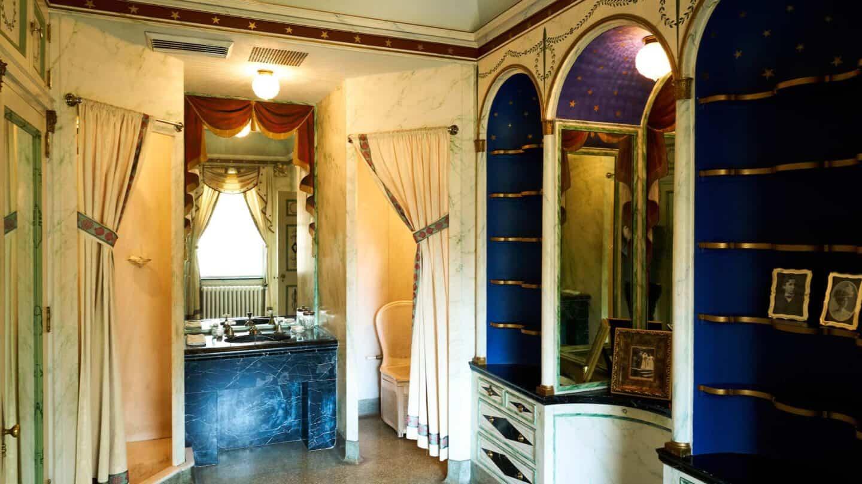 the Swan House bathroom