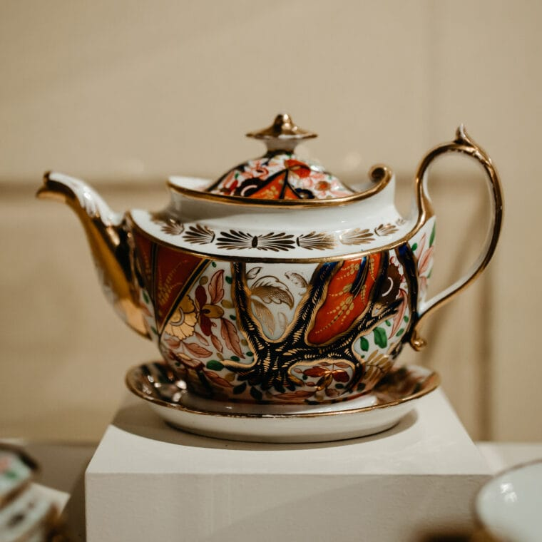 Shutze red, white and gold teapot